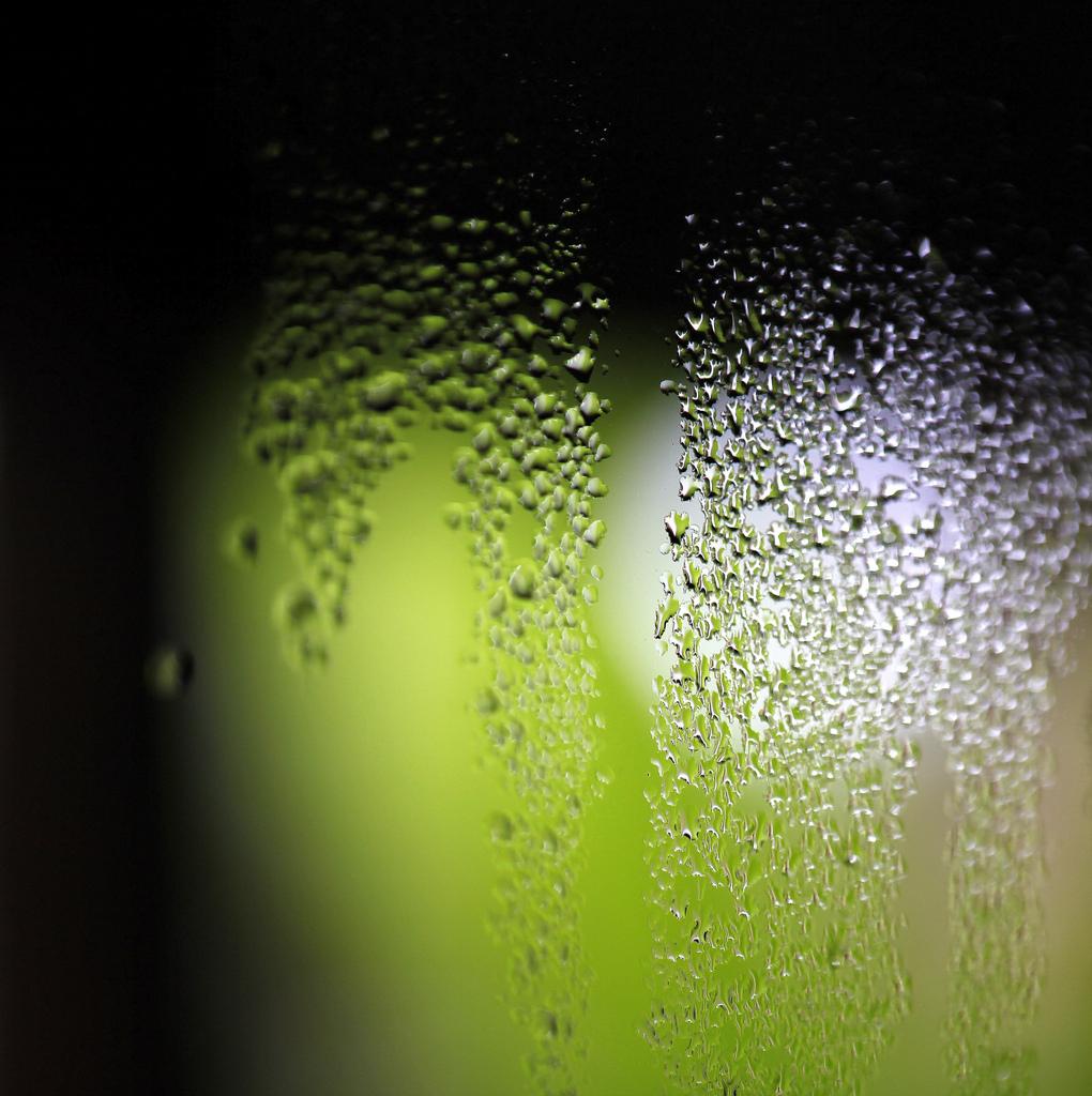Vysrážená vlhkost na okně